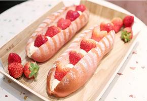 LELECHA乐乐茶:草莓乳酪包